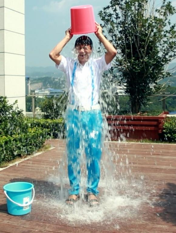 李彦宏冰桶挑战